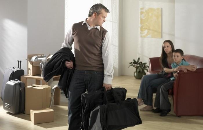 Муж уходит из семьи: причины, что делать. Советы психолога